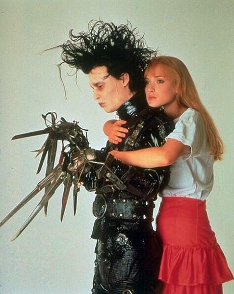 Foto promo di Johnny Depp e Winona Ryder del film 'Edward mani di forbice'