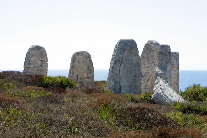 I misteriosi dolmen che fanno da scenario alla serie L'isola dei segreti