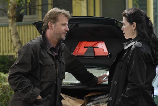 Julianna Margulies e Aidan Quinn in una scena della serie Canterbury's Law