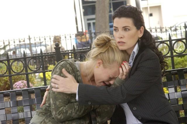 Julianna Margulies e Brianna Steinhilber in una scena della serie Canterbury's Law