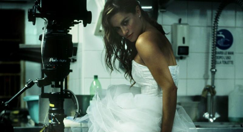 Lola Ponce sul set del film Polvere
