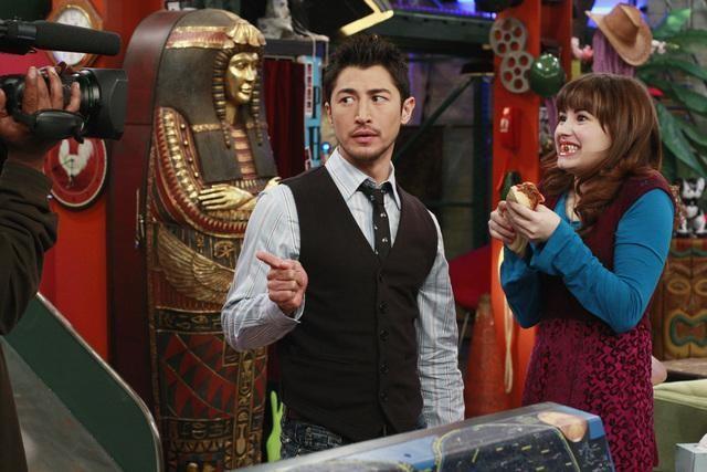 Rich Ceraulo e Demi Lovato in una scena dell'episodio Fast Friends di Sonny tra le stelle