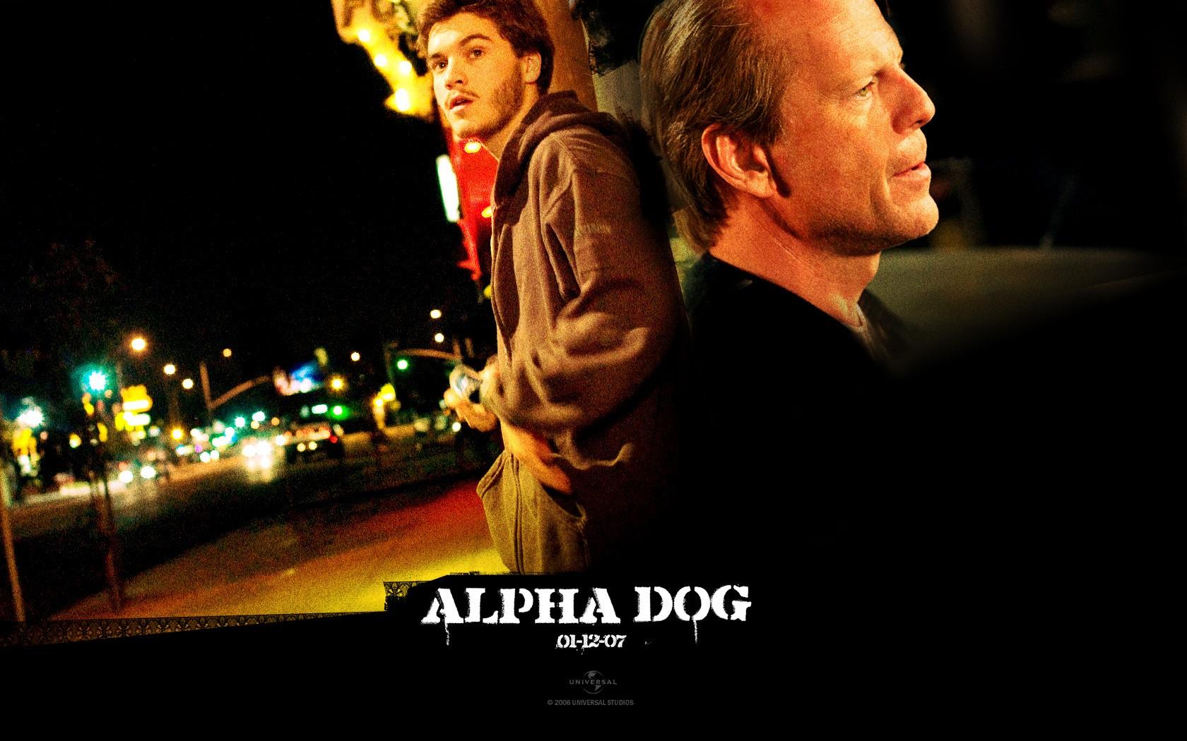 Un wallpaper di Emile Hirsch e Bruce Willis del film 'Alpha Dog'
