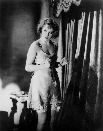 Alice White (Anny Ondra) ha appena commesso un omicidio in Ricatto di Alfred Hitchcock