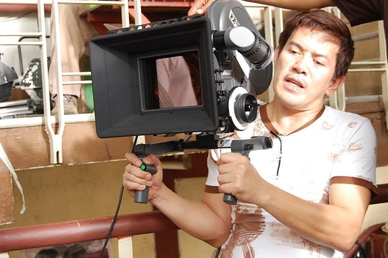 Brillante Mendoza sul set del Kinatay, da lui diretto nel 2009