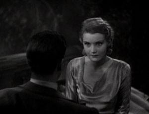 David Manners (di spalle) ed Helen Chandler in una scena di Dracula