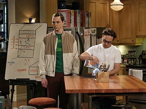 Johnny Galecki e Jim Parsons in una scena dell'episodio The Monopolar Expedition di The Big Bang Theory