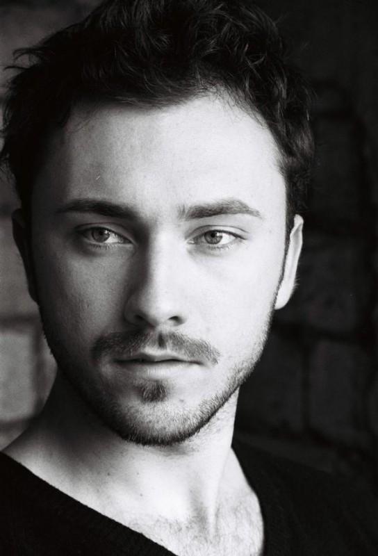 Un bellissimo ritratto di Marius Bizau - l'attore è nato in Transilvania il 21 agosto 1983.