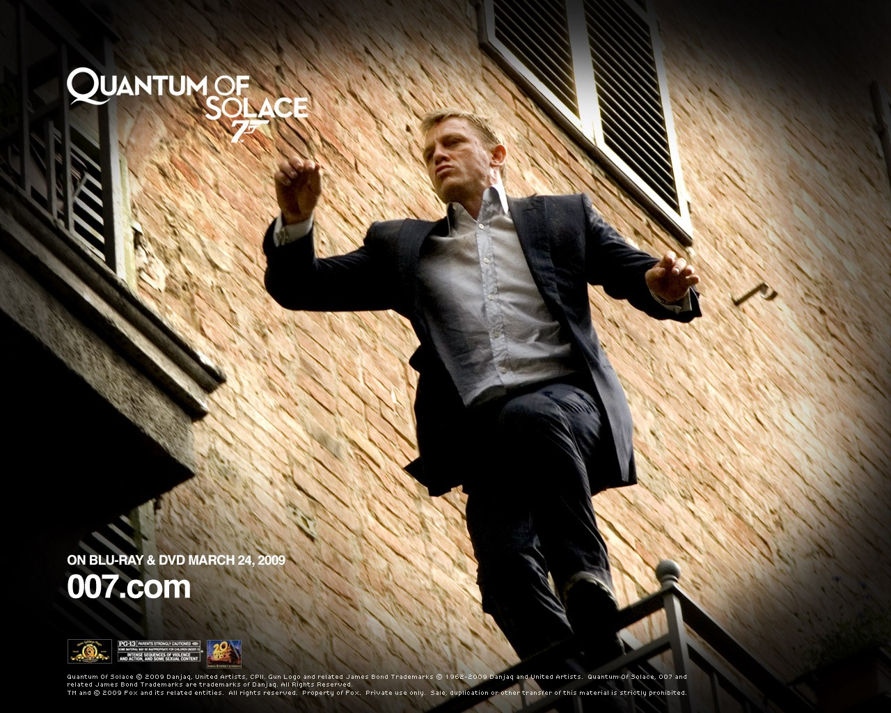 Un wallpaper di Daniel Craig che interpreta James Bond nel film 'Quantum of Solace'