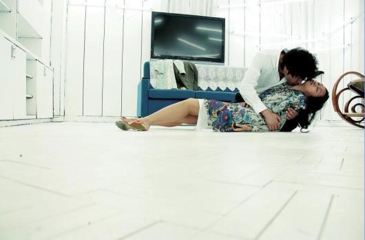 Una sensuale scena del film Thirst (2009)