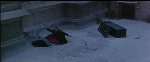 Christopher Lee in una scena di Dracula principe delle tenebre