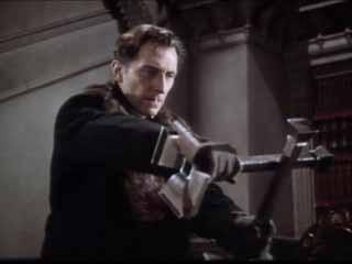 Peter Cushing è il Dott. Van Helsing in Dracula, il vampiro