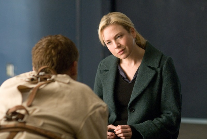 Renée Zellweger in una scena di Case 39