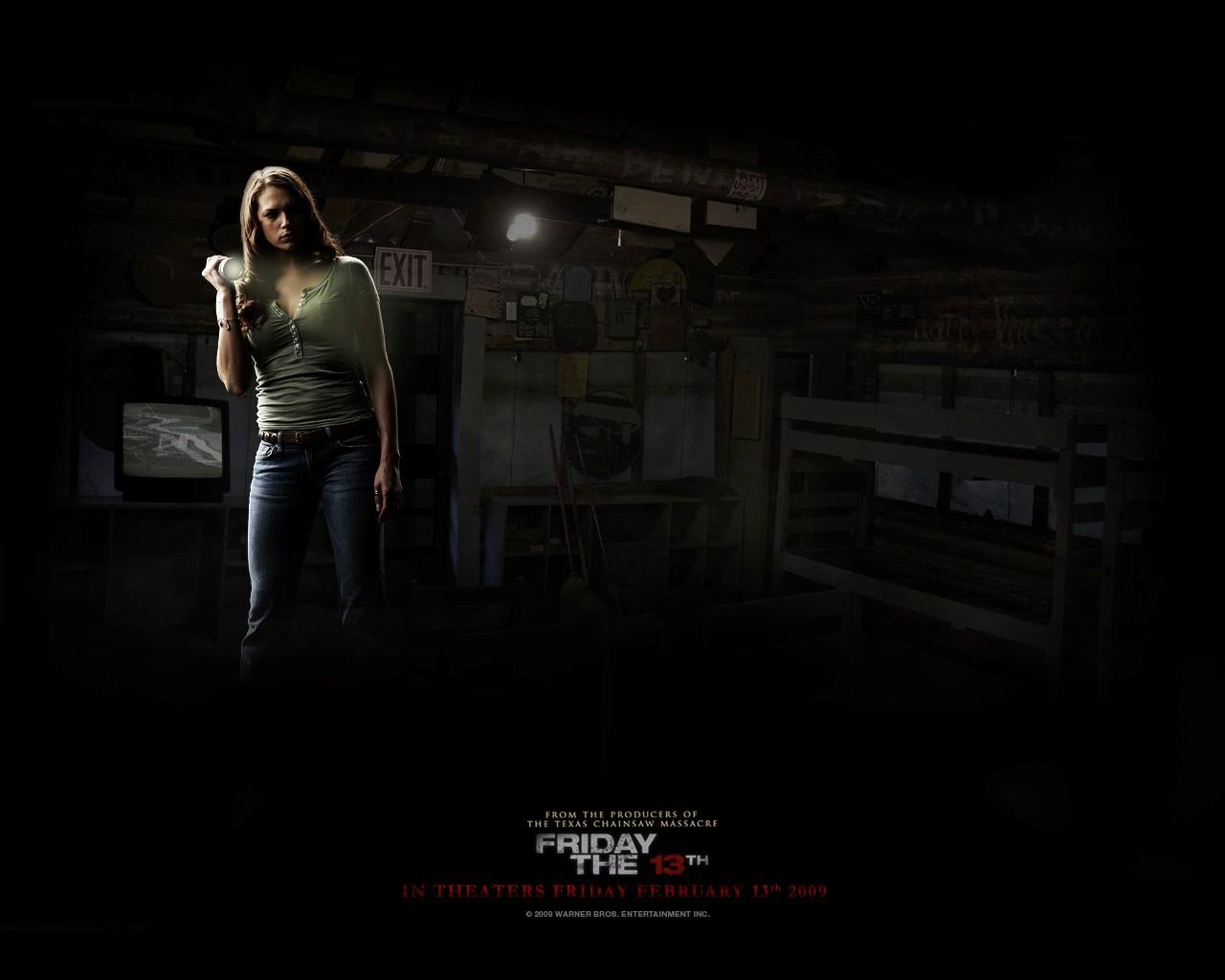 Un wallpaper di Jenna interpretata da Danielle Panabaker nel film 'Venerdì 13'