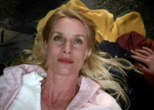 Desperate Housewives: Nicollette Sheridan in una scena drammatica dell'episodio Look Into Their Eyes and You See What They Know