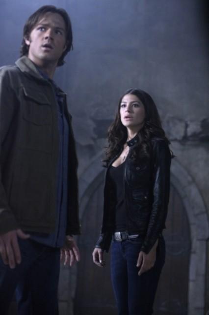 Jared Padalecki e Genevieve Cortese in un momento dell'episodio Lucifer Rising di Supernatural