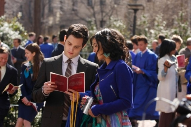 Jessica Szohr e Penn Badgley in una scena dell'episodio The Goodbye Gossip Girl di Gossip Girl
