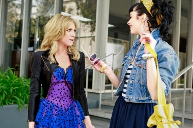 Krysten Ritter e Brittany Snow in una scena dell'episodio Valley Girls di Gossip Girl