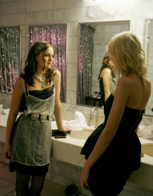 Leighton Meester e Taylor Momsen in una scena dell'episodio The Goodbye Gossip Girl di Gossip Girl
