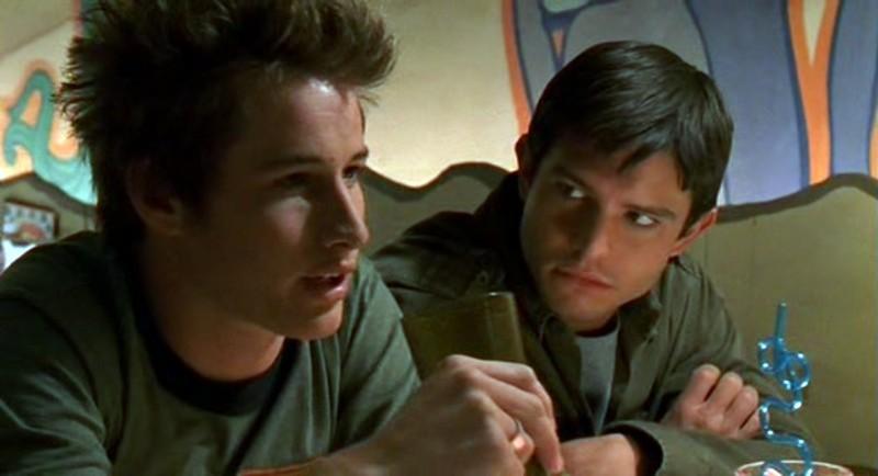 Max e Michael (Fehr e Behr) al Crashdown Cafè nell'episodio 'Fratello di sangue' di Roswell