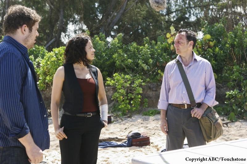 Michael Emerson e Zuleikha Robinson in una scena dell'episodio The Incident, finale della stagione 5 di Lost