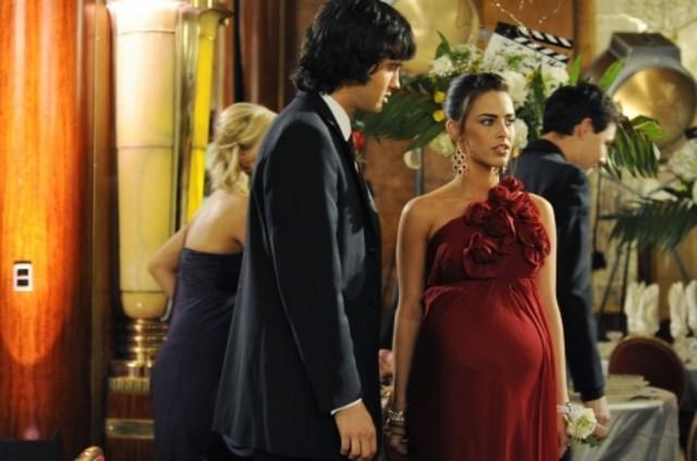 Michael Steger e Jessica Lowndes nell'episodio Zero Tolerance di 90210