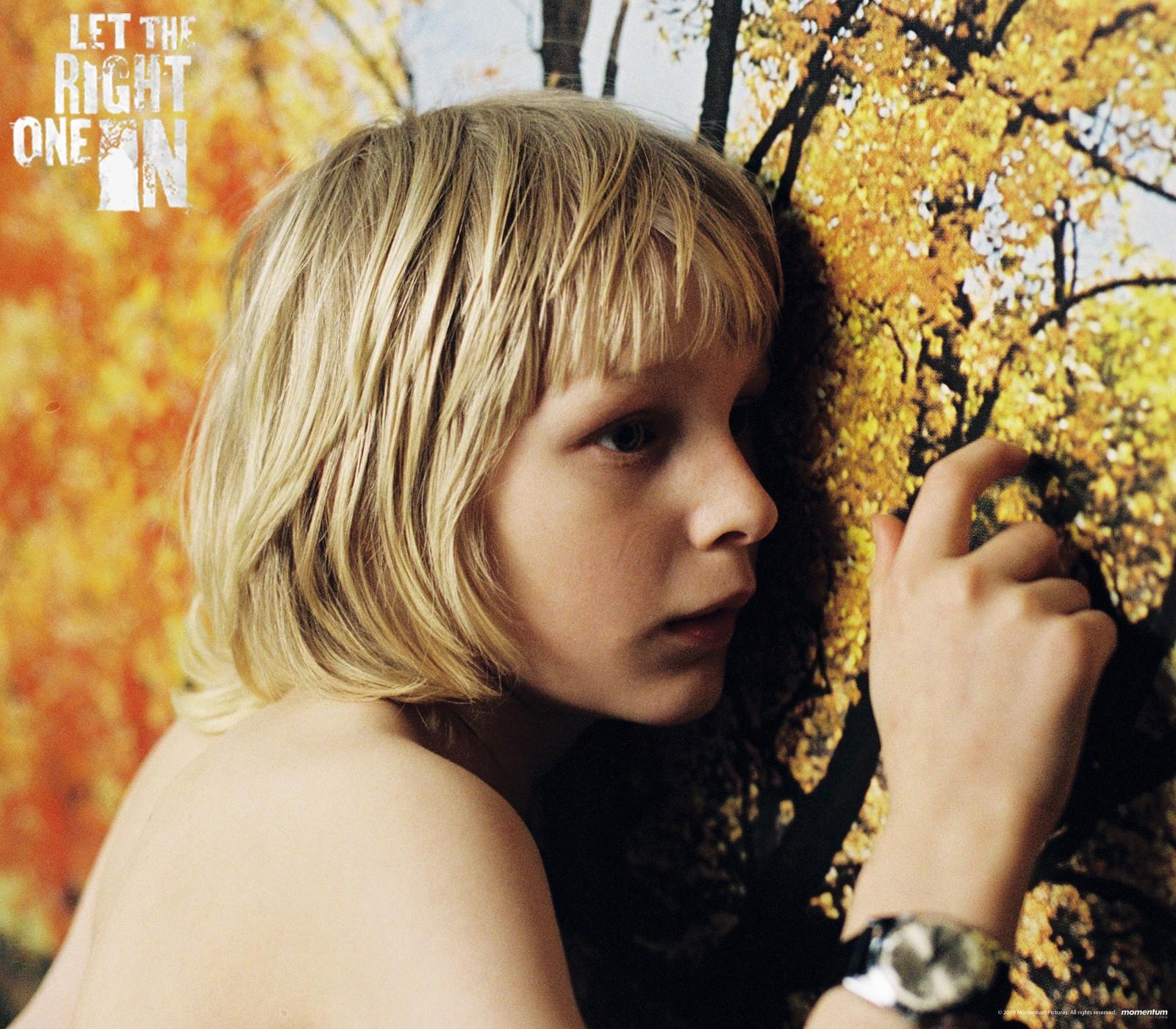 Un wallpaper di Kåre Hedebrant nel film 'Lasciami entrare'