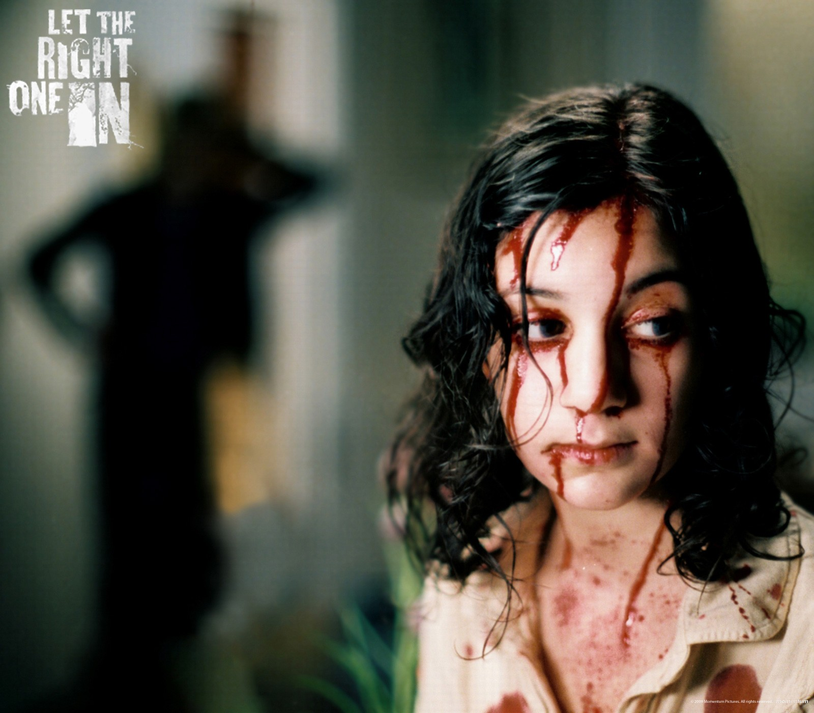 Un wallpaper di Lina Leandersson nel film 'Lasciami entrare'