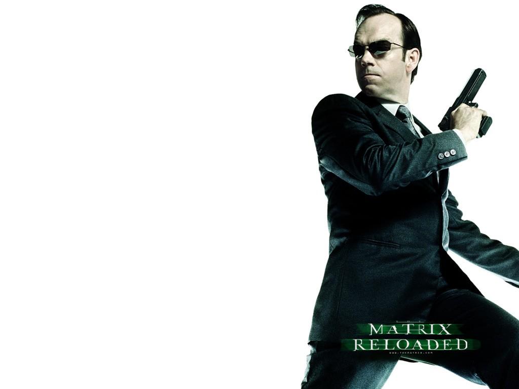 Wallpaper: Hugo Weaving è l'Agente Smith nel film 'Matrix Reloaded'