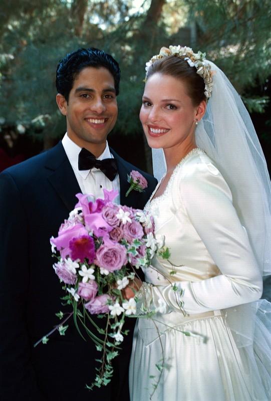 Roswell: Jesse e Isabel (Adam Rodriguez e Katherine Heigl) sposi