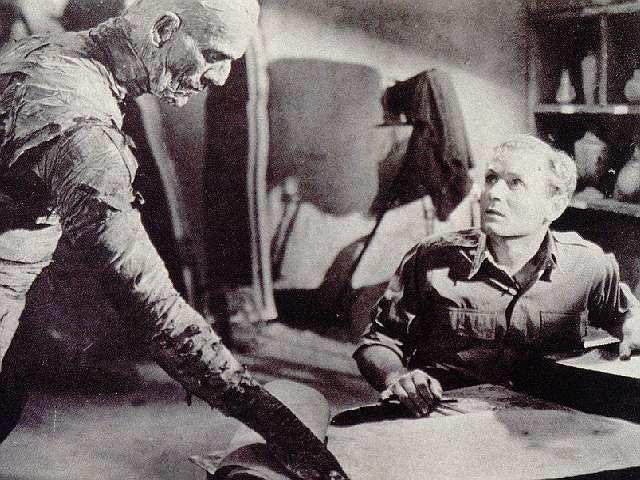 Boris Karloff in una scena de La mummia
