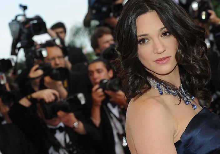 Cannes 2009: la giurata Asia Argento in abito blu