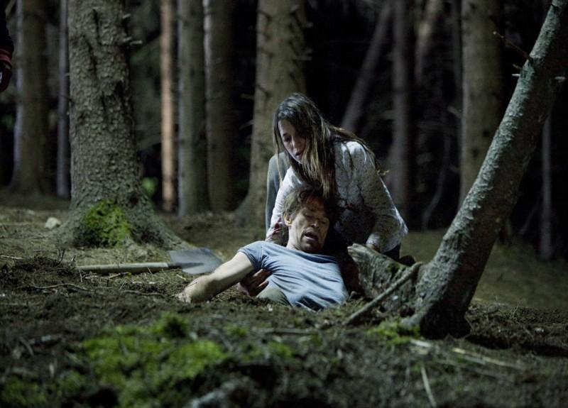 Charlotte Gainsbourg e Willem Dafoe in una sequenza drammatica del film Antichrist, di Lars Von Trier