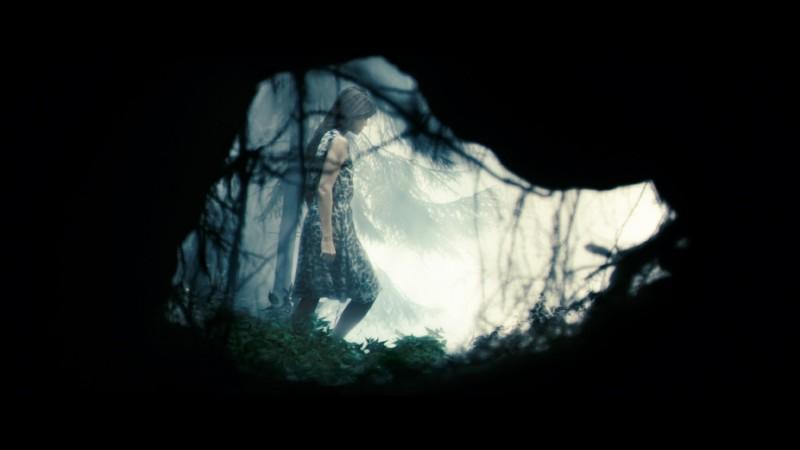 Charlotte Gainsbourg in una sequenza del film Antichrist, di Lars Von Trier