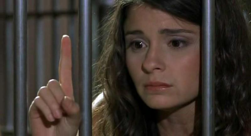 Liz interpretata da Shiri Appleby nell'episodio 'Ondata di caldo' di Roswell