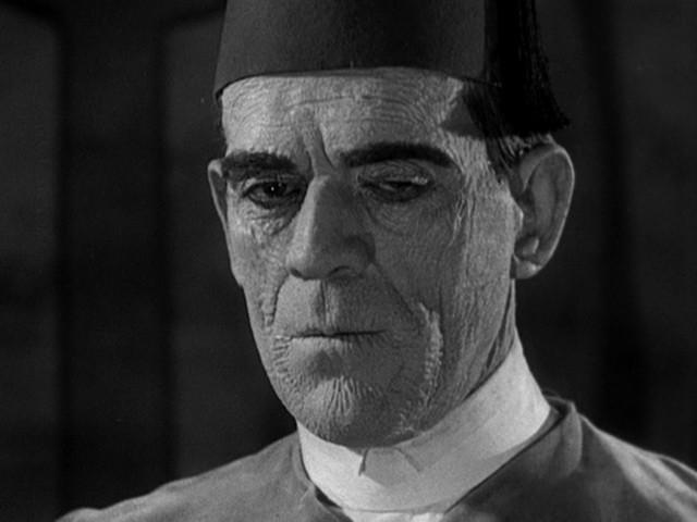 Un primo piano di Boris Karloff ne La mummia