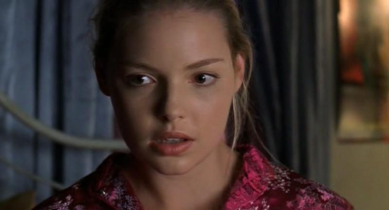 Un primo piano di Katherine Heigl nell'episodio 'Ondata di caldo' di Roswell