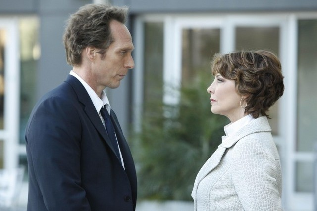 William Fichtner e Kathleen Quinlan in una scena dell'episodio Rate of Exchange di Prison Break