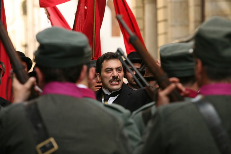 Filippo Timi è Benito Mussolini in una scena del film Vincere