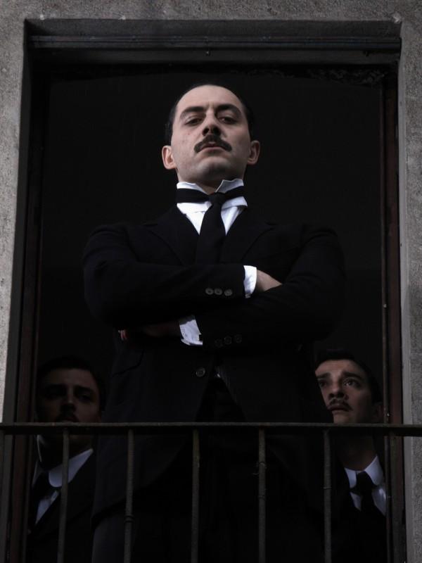 Filippo Timi interpreta Benito Mussolini in una scena del film Vincere