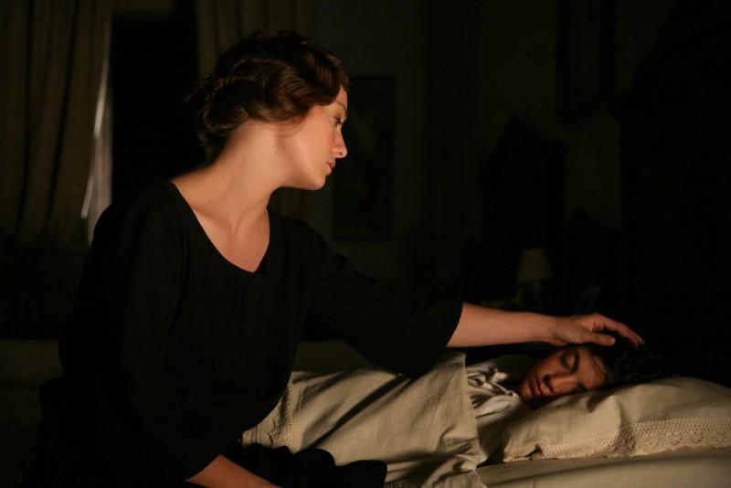 Giovanna Mezzogiorno e Fabrizio Costella in una scena del film Vincere