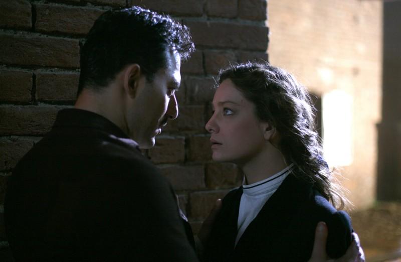 Giovanna Mezzogiorno e Filippo Timi in una scena del film Vincere di Marco Bellocchio