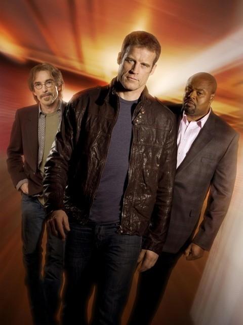 Una foto promozionale del cast di Human Target