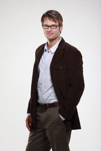 Johann Urb è Will in una foto promozionale di Eastwick