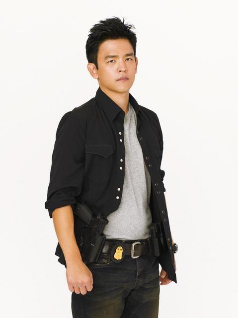 John Cho in una foto promozionale di Flash Forward