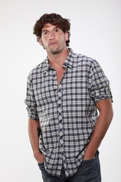 Jon Bernthal è Raymond nella serie TV Eastwick
