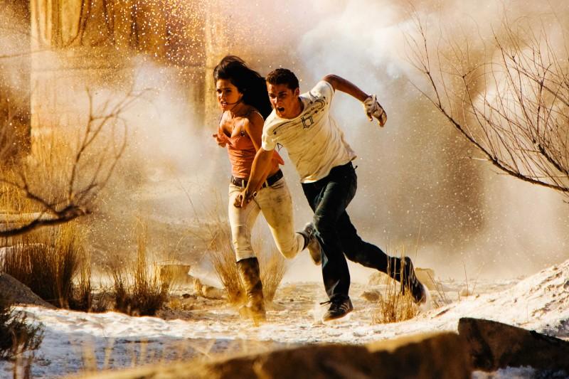 Megan Fox e Shia LaBeouf in una scena del film Transformers - La vendetta del caduto