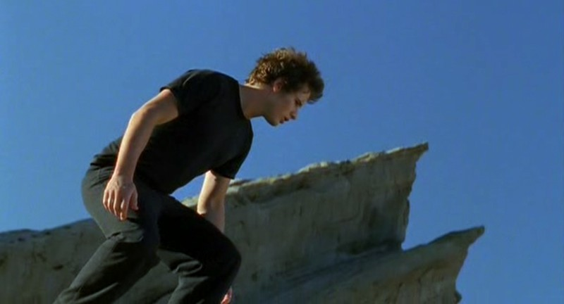 Michael(Brendan Fehr) nel suo sogno nell'episodio 'Un passo indietro' di Roswell