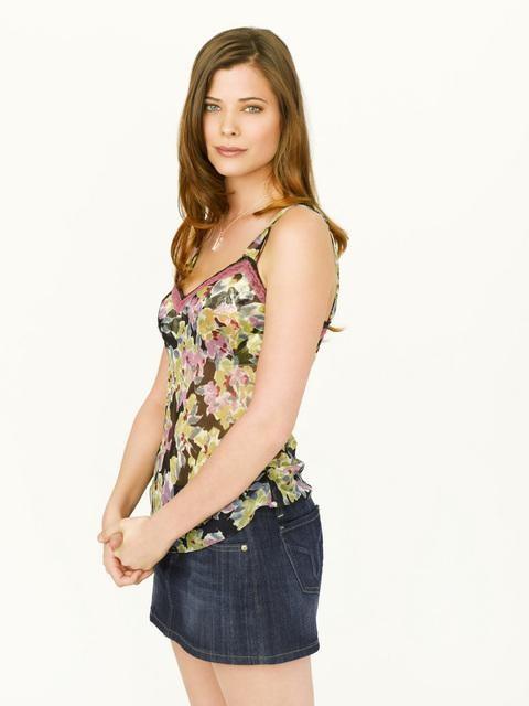 Peyton List in una foto promozionale di Flash Forward