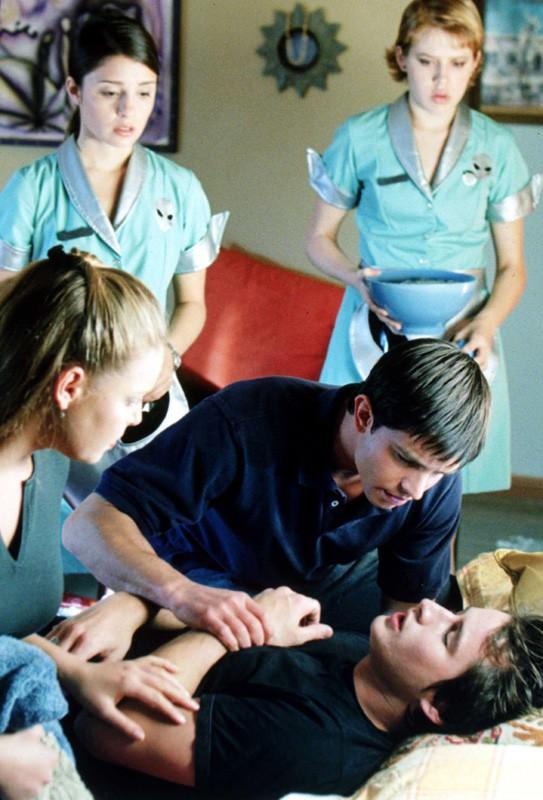 Una scena dell'episodio 'Un passo indietro' di Roswell
